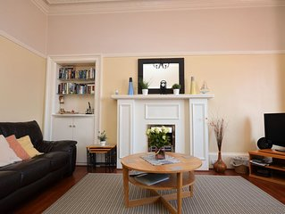 Shorefront apartment with private parking 200m town centre Dunoon, sleeps 6, pet