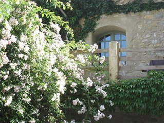 Romantisch 17 eeuws dorpshuis met privé spa , bakker en slager op loopafstand.