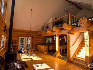 Legacy Log Cabin in Muskoka for Two, Romantic Setting on 90 Forested Acres