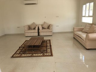 Private Spacious Room w/SPA Bath- 5min Walk to Grand Mosque and Grand Mall