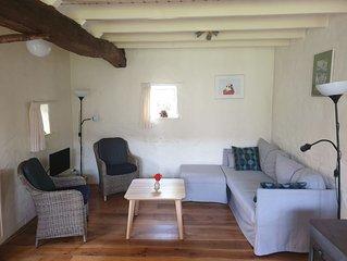 In een rustige omgeving met nostalgisch interieur en uitstraling.