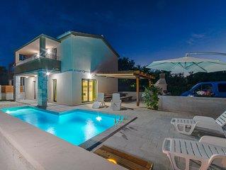 Moderne Villa mit Pool, 150 Meter vom Sandstrand entfernt, Oase für Ihren Urlaub