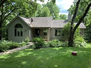 Secluded Getaway ~ 3 BD/3.5 BA ~ Pool Table - Outdoor Hot Tub