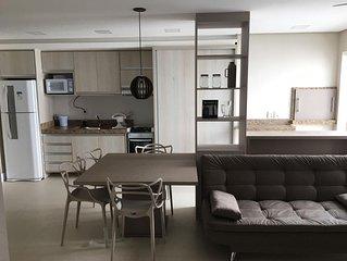 Excelente Apartamento Novo, Uma Quadra da Praia.