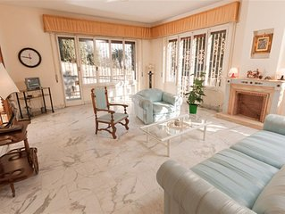 Spacious Belvedere Monteverde apartment in Trastevere with WiFi, balcony & lift.