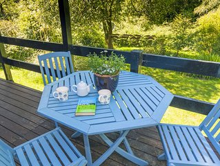 Cozy lodge, with garden & decking area, above Loch Eck in Argyll Forest Park.