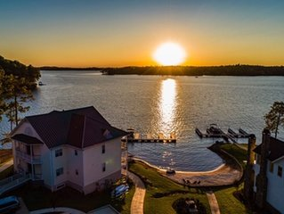 Sunset View: StillWaters Condo, Private Pool, Beach, 2 BR, 2 BH,  Amazing View
