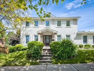 Newly renovated professionally decorated 4 bed 5 bath house