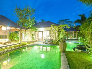 2 BR Villa with Private Pool - Breakfast+Spa Center+Close to Monkey Forest