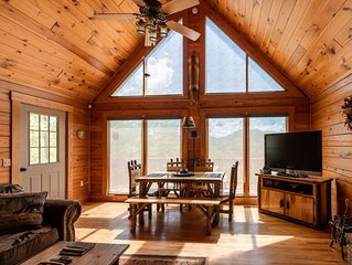 Family Friendly Mountain View Spacious Cabin w/Fire Pit, Game Room