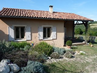 Maison bioclimatique avec piscine dans un hameau paisible a 3 km du centre ville