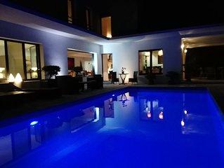 Belle villa moderne avec piscine chauffée, proche: mer, golf, tennis, commerces