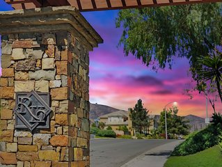 San Diego Private Gated Estate, Ultra-Fast 1GB Wifi, Pool, Spa, Sleeps 30 People