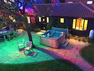 Suffolk retreat with outdoor hot tub, sleeps up to 8