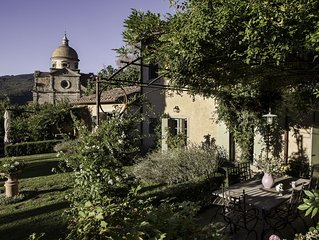 Cortona's most spectacular home with pool right at village gate