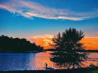 Beautiful Waterfront Retreat on Lake Keowee W/ Clemson  game day parking pass
