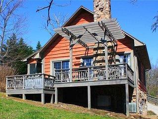 Private Romantic Cabin w/View, WiFi, Hot Tub, Trails, Near Boone