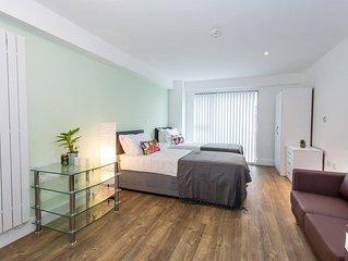 Comfortable studio apartment in central Oldham