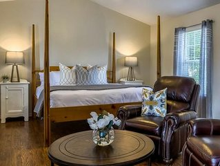 Absolutely Charming Main St Retreat Humble Plum, King Bed, Hot Tub/Pool Access!
