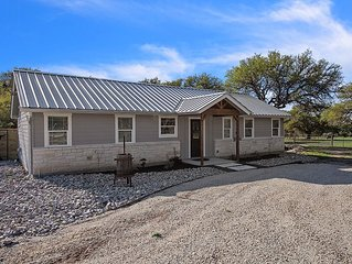 Texas 2 Suites |  2/2 Farm house | Close to 290 Wine Trail