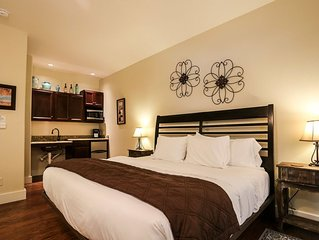Absolutely Charming Journeys End, King Bed, In Town, Hot Tub/Pool Access!