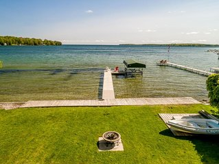 Barefoot Bungalow~Gracing the shores of Lake Simcoe
