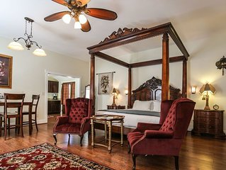 Absolutely Charming Suite Alli, King Bed, Whirlpool Tub, Hot Tub/Pool Access!