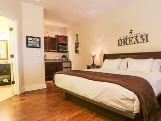 Absolutely Charming Main St Retreat Peace and Quiet, King Bed, Hot Tub/Pool Acce
