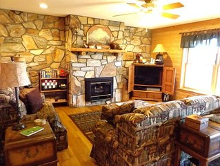 Romantic Mountain Home-Hot Tub, Fireplace, Privacy, Trails, Near Boone