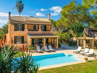 Villa Durrell: Large Private Pool, Walk to Beach, A/C, WiFi