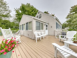 Charming cottage w/outdoor space, full kitchen - minutes from beach