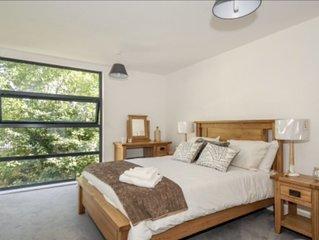 Luxury 2 bedroom riverside apartment