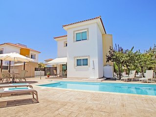 Modern Villa with Private Pool, A/C located in the quiet complex of Ayia Thekla!