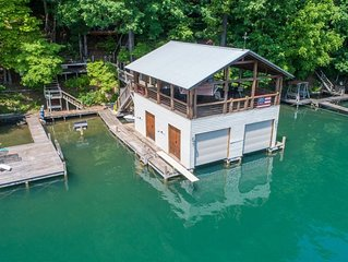 This is your ultimate lakeshore rental!!!