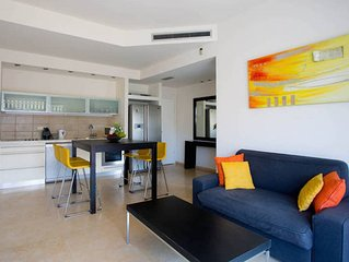 Ultra-Chic & 2 mins from Beach!