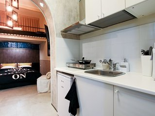 Modern and Central Studio, 5 minutes to Beach!