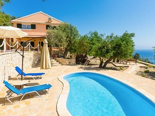 Villa Francesca: Private Pool, Walk to Beach, Sea Views, A/C, WiFi