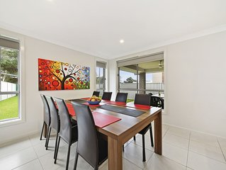 Explore Sydney from Modern Alpine Place Villas, Near Public Transport  Sleep 14