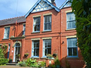 6 bedroom accommodation in Llangollen