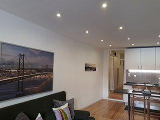 Um típico e confortável apartamento com dois quartos no centro histórico!