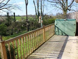 2 Bed Holiday Cottage in Popular Gurnard Pines
