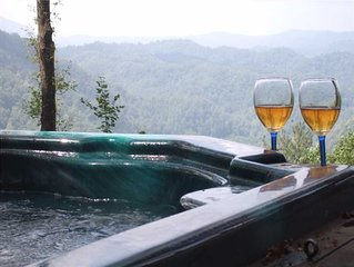 Romantic Log Cabin Great Views, Fireplace, Hot Tub, Privacy Near Boone