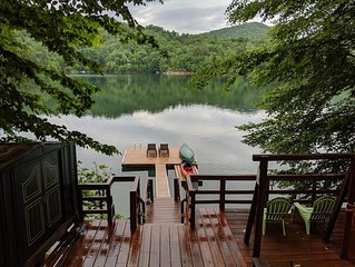 Lakefront Cabin on Lake Nantahala, Canoe/Kayak/Firepit (Sleeps up to 4)