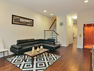 Modern 7Room/5Bath/5Floor/5000SF/Garden/Sleeps23 Townhouse Minutes from NYC