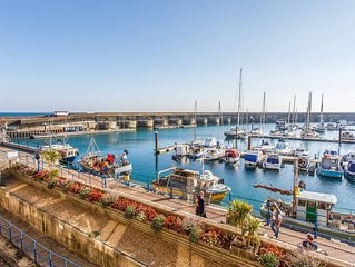 Brighton marina apartment with views 3 bed 3 bath 5 mins from beach, sleeps 6-7