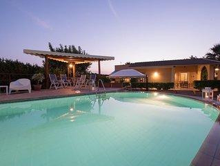 Villa con piscina vicino Sampieri, a pochi minuti dalla spiaggia, ideale per fam