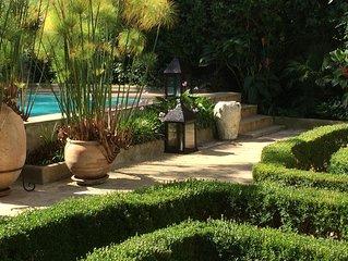 Villa de Luxe avec Jardin, Piscine & Hammam. Personnel de maison inclus.