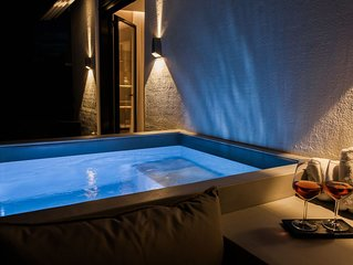 *** Boutique Syntagma apartment w/ heated plunge pool ***