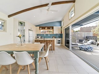 White Sands Deck House * 2/9 Duncan Street, Huskisson