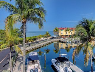 Beautiful bayfront townhome with deep water marina! Great for everyone